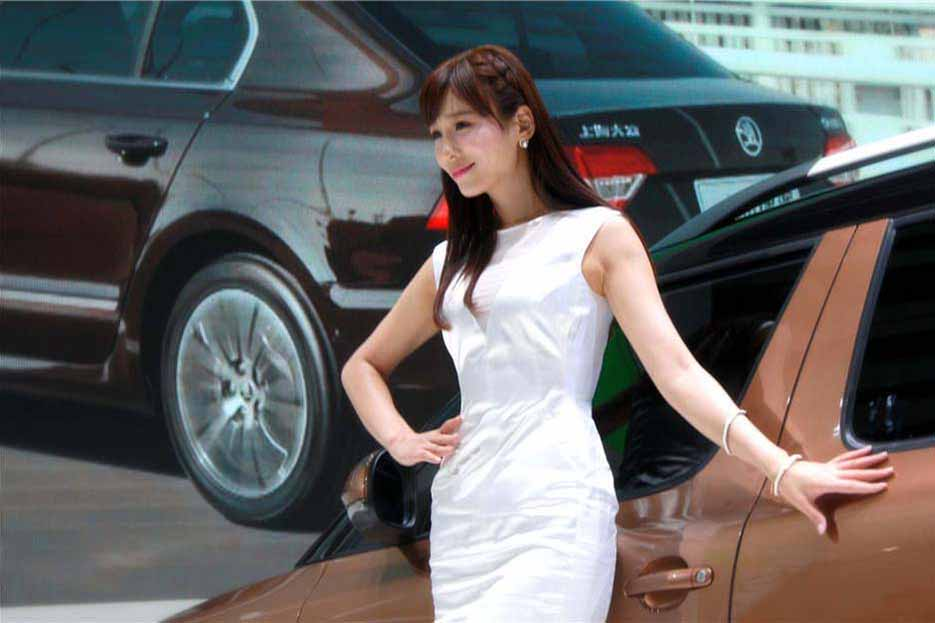 武汉车展车模走光露点_2013武汉国际车展车模
