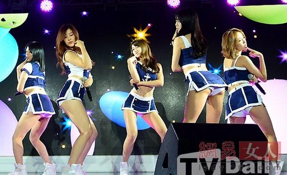 韩国女团比谁更短更露!掀裙子扭臀露底大胆组图