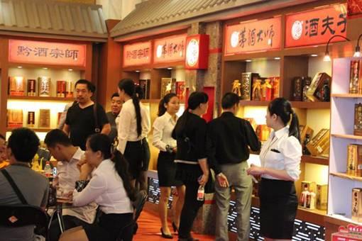 为此,记者走访了本次糖酒会人气最火爆的两个展厅:贵州励志坊酒业有限