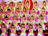 图文:第六届东亚运动会闭幕 歌舞表演整齐划一