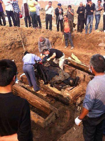 河南工地挖出清朝干尸失踪 九旬老人称干尸是其老太爷