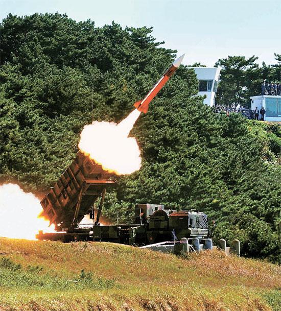 当地时间2013年10月16日,韩国空军试射PAC-2爱国者导弹。