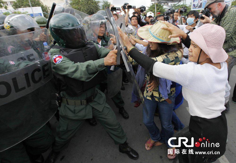 柬埔寨金边土地纠纷引发警民冲突(高清组图)