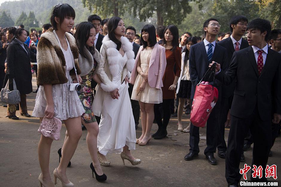 北京600名高三学生圆明园举行成人礼(高清组图)