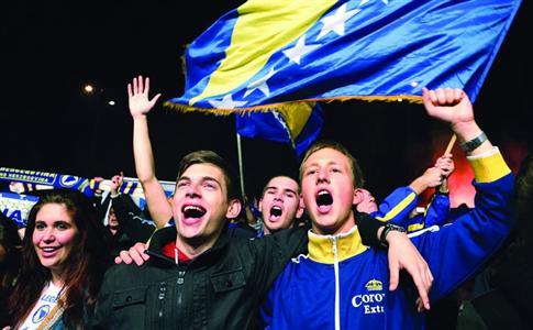波黑球迷欢庆。 CFP图