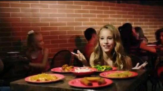 美国12岁方法唱赞歌女生被指是新一季洗脑神体罚少女中餐的图片