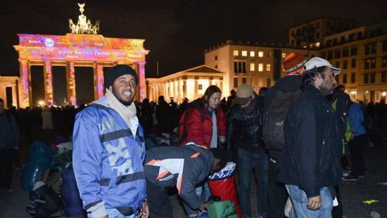 图为绝食抗议难民撤离勃兰登堡门
