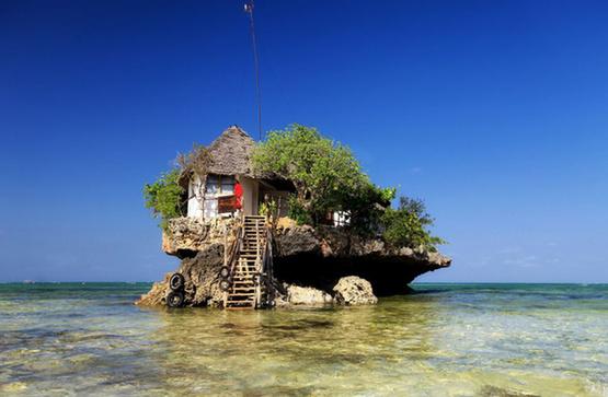 据英国《每日邮报》10月17日报道,位于东非桑给巴尔岛海滩上有一家