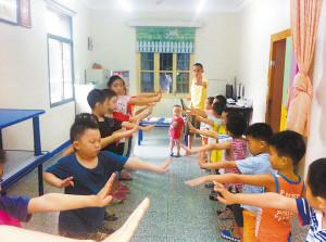 南昌一家私塾内的上课情景。记者张雪摄