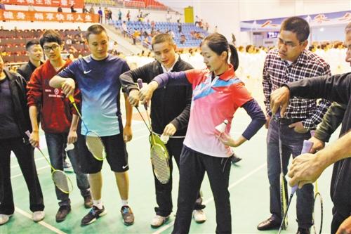 让羽毛球世界冠军 乒乓球名宿 健身舞专家指导