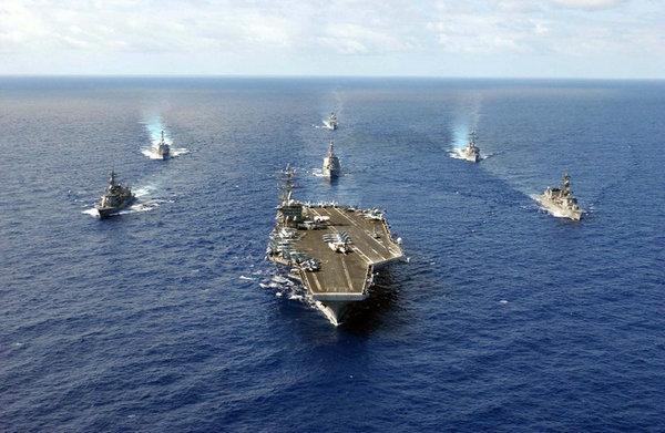 原文配图:航母其强大的作战平台、航母舰载机的远程突击能力、编队作战舰艇的规模效应,都会极大改变中国海军的兵力编成和作战样式。