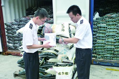 据统计,今年前3个季度,深圳蛇口口岸共进口大米78.37万吨、货值38061.51万美元,同比分别增长19.58%和14.28%。