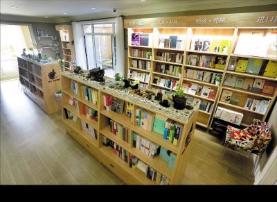书屋目前出版《城志》杂志及《春田手绘地图》,同时有笔记本,书签