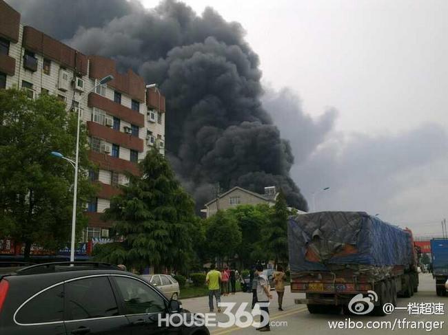 枝江爆炸致4人死亡5人受伤 现场浓烟蔽日(组图)