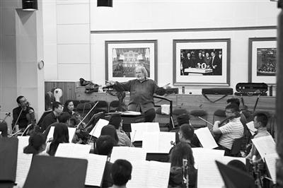 中国爱乐乐团为这场演出专门进行了一个多月的排练和准备。