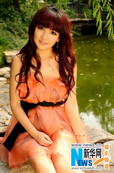 斯琴高丽穿越夏日写真曝光 短裙套装凸显美人气质