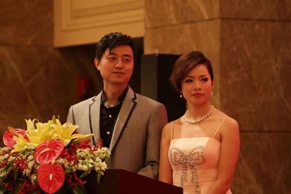 亚冠奖杯图片_图文:中国围棋年度颁奖 刘世振夫妇担任主持人-搜狐体育
