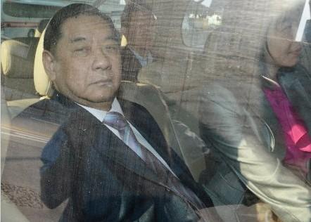 菲律宾华裔市议员洪英钟10月25日下午抵达香港特区政府总部跟保安局官员会面,准备为人质事件道歉做前期工作。来源 香港《明报》网站