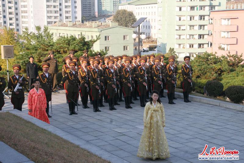 中国人民志愿军入朝参战63周年纪念日:驻朝使馆凭吊烈士(组图)
