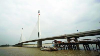 媒体新闻滚动_搜狐资讯    10月25日,江苏如皋长江大桥顺利通过通车前