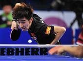 图文:2013男乒世界杯 闫安发球特写