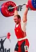 图文:男举94公斤级赛况 伊万诺夫脸憋红