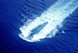 准备下潜的核潜艇。