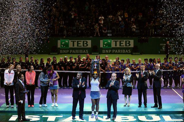 图文:总决赛李娜1-2不敌小威 赛后颁奖仪式