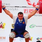 图文:世锦赛男子105公斤以上级 表情痛苦