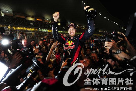 维特尔庆祝夺冠本组图片均为Osports全体育作品 严禁转载