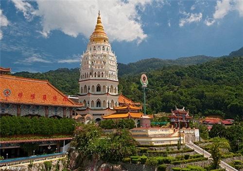 历史的完美: 10000座佛教宝塔主宰着槟城极乐寺
