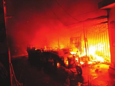 一小区楼顶发生火灾