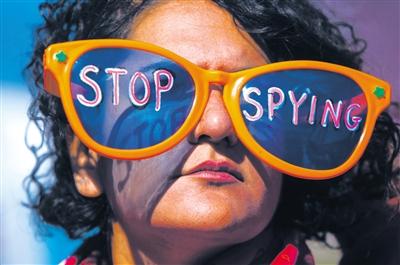 当地时间26日,美国民众举行集会,抗议美国对别国的窃听行为。