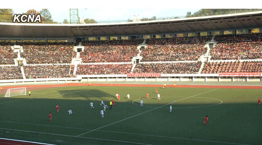 蒙古总统访朝 观看朝鲜蒙古少年足球运动员比