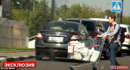 这家网站今年10月公布了斯诺登的购物照。