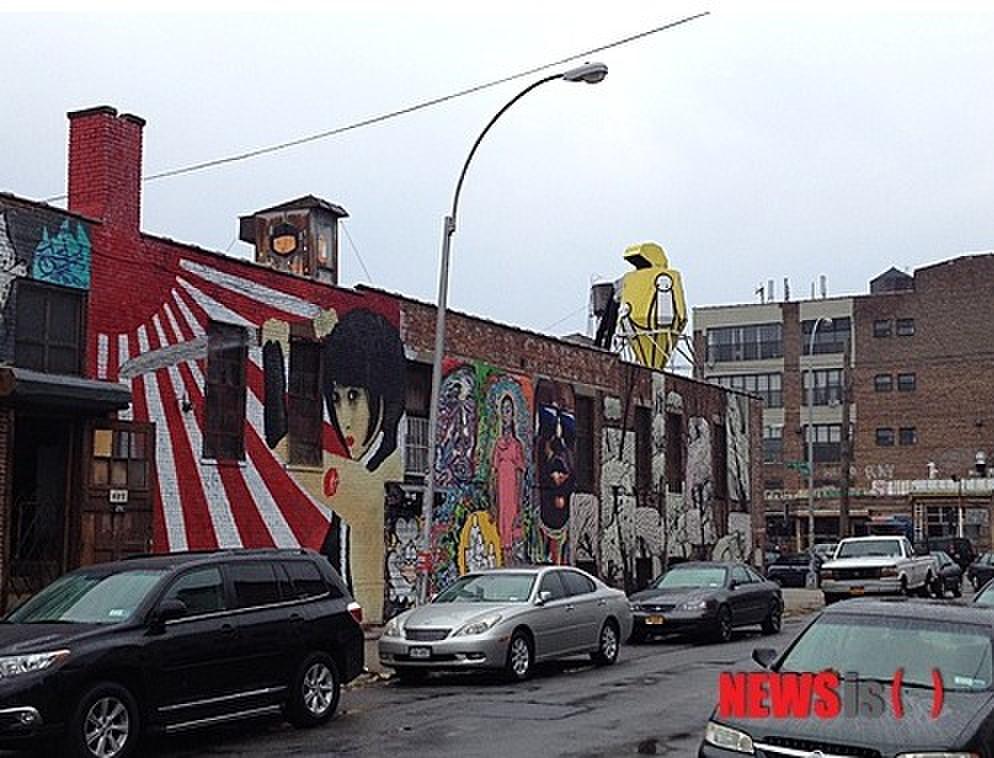 纽约街头出现的旭日旗壁画