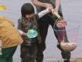 《爸爸去哪儿片花》第四期 抓鱼篇 郭涛抓鱼大赛垫底 张亮胶鞋漏水遭嘲笑