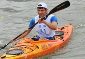 图文:全国青年皮划艇马拉松大奖赛 赵天浩冲线