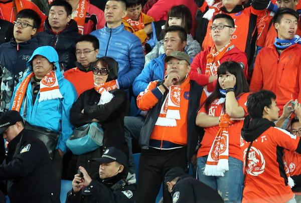 400名青岛球迷目睹球队黯然降级