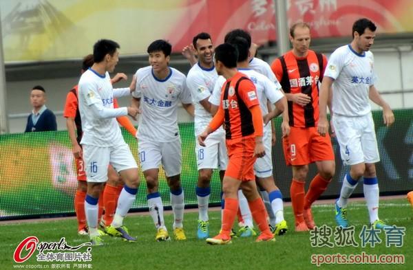 中超图:人和1-5鲁能 杜威庆祝进球
