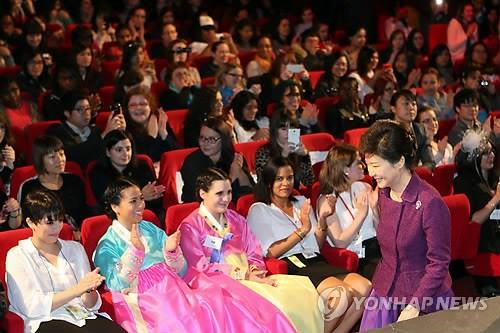 朴槿惠出席法国韩剧派对。
