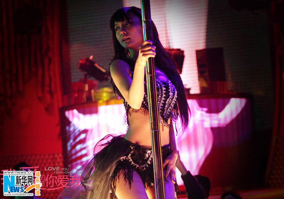 王珞丹跳钢管舞颠覆形象 美腿细腰冶艳性感图