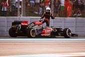 图文:F1阿布扎比大奖赛 莱科宁退赛