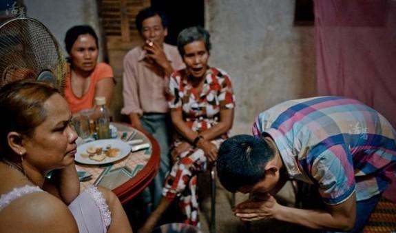 实拍中国男子越南买妻 见面几分钟确定关系(图)