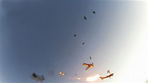 机身起火后跳伞者跳机逃生
