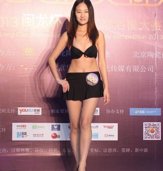 国际浴模大赛复赛尴尬一幕 嫩模走秀内衣下滑图片