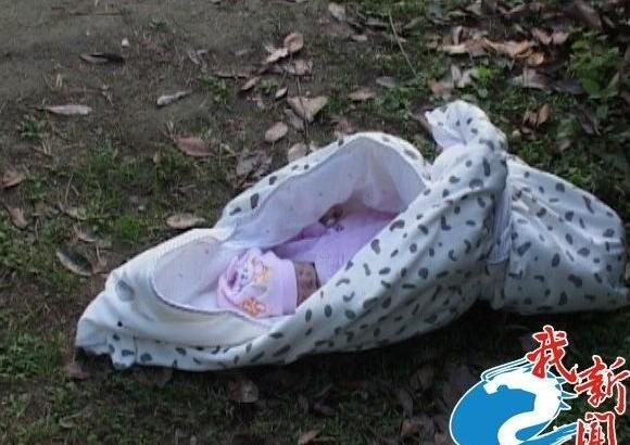 热点新闻  第10页 :17 [点击图片进入下一页]   南京刚出生婴儿被遗弃图片