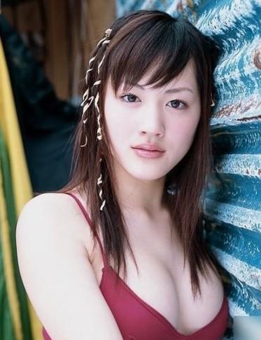日本f杯女神绫濑遥 美乳白皙动人