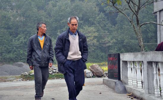 便民桥建成后,乡亲们过河不用再提心吊胆了