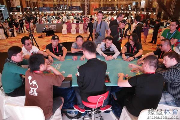 图文:2012WPT中国赛 10位选手坐上主桌